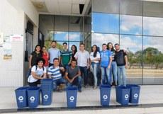 Estudantes e servidores que participaram da entrega dos coletores no Campus Juazeiro.