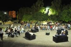 A programação contou com bate-papo, apresentação artística de estudantes do curso de Artes Visuais e música eletrônica