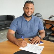 Ramon Missias Moreira assinou o termo de posse.
